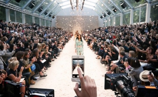 Burberry fashion show with mobile phone